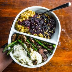 Happy Hump Day!  My #breakfast (meal 2): egg whites with sautéed asparagus & mushrooms + rolled oats with turmeric & cinnamon and sautéed berries.  Recipe for oats is on @bodybuildingcom site. How did you start your day? Boom.