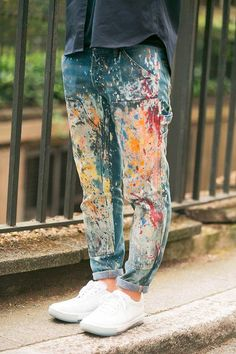 Great bunch of tips for jean refasions at distressingdenim blog this one via denimology - I had jeans just like this in the 80s from art class, this time less neon paint, perhaps? nah, jus kiddin...