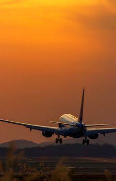 Airplane Art, Airplane Travel, Airplane Photography, Travel Photography, Avion Jet, Airplane Wallpaper, Travel Collage, Plane Photos, Aviation Industry