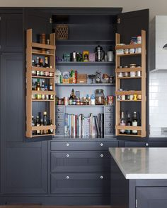 internal layout of a pantry cupboard Kitchen Larder, Kitchen Dinning, Diy Kitchen Cabinets, Home Decor Kitchen, Kitchen Interior, New Kitchen, Home Kitchens, Layout Design, Beautiful Kitchen Designs