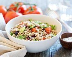Salade de quinoa à la tomate : http://www.cuisineaz.com/recettes/salade-de-quinoa-a-la-tomate-86629.aspx