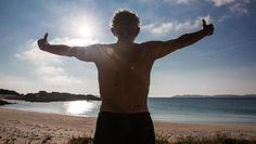 Il custode Mauro Morandi, ex insegnante modenese di educazione fisica, ha fatto di questa spiaggia da sogno la sua casa e il suo posto di lavoro. Il Parco nazionale  vuole che se ne vada