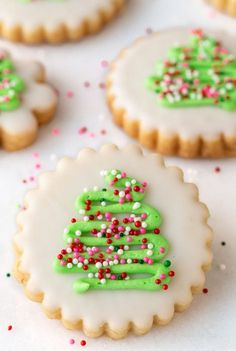 With a super simple decorating technique, these fun, festive and super delicious Christmas Shortbread Cookies look like they came from a fine baking shop! #easychristmascookies, #christmasshortbreadcookies, #prettychristmascookies Best Christmas Cookies, Christmas Sweets, Holiday Cookies, Christmas Holidays, Christmas Tree, Simple Christmas, Christmas Ideas, Holiday Baking, Christmas Baking