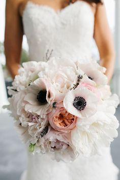 12 Stunning Wedding Bouquets ~ Photographer: Riverland Studios // Floral Design: Violet Floral Design