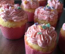 Recipe Buttery Vanilla Cupcakes by Leanne Sloss, learn to make this recipe easily in your kitchen machine and discover other Thermomix recipes in Baking - sweet. Fun Baking Recipes, Cupcake Recipes, Sweet Recipes, Cooking Recipes, Baking Ideas, Thermomix Cupcakes, Thermomix Desserts, Vanilla Cupcakes, Yummy Cupcakes