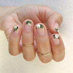 Hand painted White Floral using Essie Martin - Best Nail Art Cute Spring Nails, Spring Nail Art, Nail Designs Spring, Spring Art, Spring Style, Spring Design, Essie, Nagel Blog, Nagellack Trends
