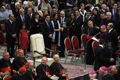 El Papa decidió no asistir a un concierto en el que era un invitado de honor y volvió a sorprender con el gesto de austeridad. El concierto por el Año de la Fe se realizaba el sábado en el Aula Pablo VI del Vaticano, pero la silla que estaba reservada en el centro para Francisco permaneció vacía durante todo el evento