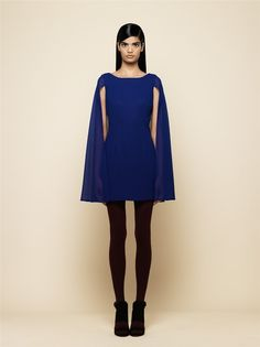 Vestido-capa en azul de Mónica Cordera