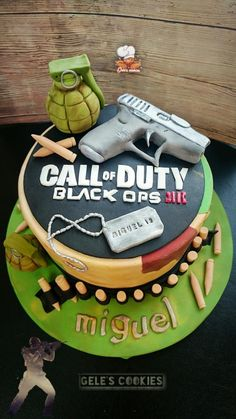 Call of duty cake Fondant Cookies, Cupcake Cakes, Army Birthday Cakes, Call Of Duty Cakes, Army Cake, Video Game Cakes, Different Kinds Of Cakes, Just Cakes, Novelty Cakes