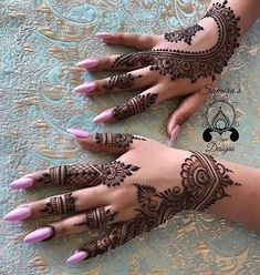 Mehndi Design Ideas For Girls - Henna Tatoos, Henna Tattoo Hand, Foot Henna, Hand Mehndi, Henna Tattoo Designs, Mehandi Designs, Henna Art, Paisley Tattoos, Art Tattoos