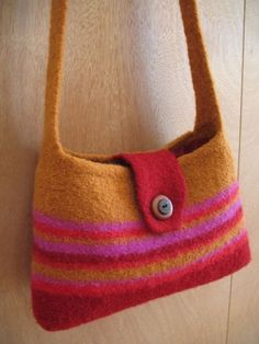 Zinnia Pattern For A Knit And Felted Shoulder Bag