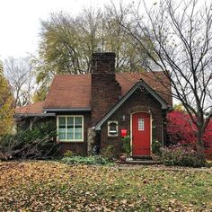 This cute brick cottage is giving me main storybook vibes. - Cottage home decor Best Tiny House, Cute House, Small House Plans, Storybook Homes, Storybook Cottage, Brick Cottage, Cottage Homes, Cottage Home Plans, Victorian Cottage