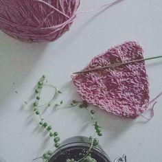 Châle d'été au petit matin gris. Summer shawl on a grey morning. #crochet #crocheting #crochetaddict #instacrochet #knitting #knit #crochetlove #igcreative #igcrochet #becreative #crochetersofinstagram #colors #couleurs #plantes #plants #succulents #shareyourknits #shareyourcrochet #butfirstcoffee #morning #matin #grey #gris by jellafaitdestrucs