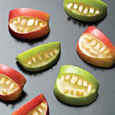 A few cute Halloween recipes on this link. Makes me want to have a Halloween party. Teeth Made Out of Apples Halloween Recipe Halloween Teeth, Soirée Halloween, Halloween Apples, Halloween Food For Party, Halloween Buffet, Zombie Party, Halloween Appetizers, Halloween Breakfast, Breakfast Kids