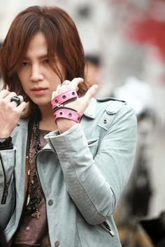 A blog featuring all of the latest news about Jang Keun Suk. Including videos, photos, twitter and weibo updates with English translations.