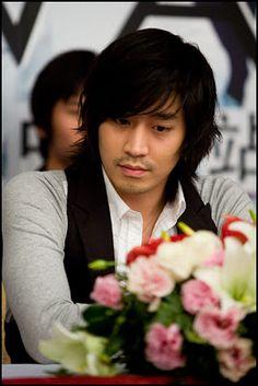 dongwan tells reporters eric saved shinhwa