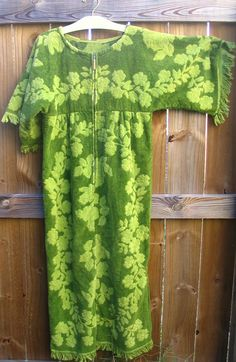 Mod Green Terry Cloth Towel Cover Up Beach Dress Avocado Clothing Patterns, Sewing Patterns, Sewing Ideas, Sewing Projects, Beach Coverup Pattern, Retro Swim, Poncho Outfit, Towel Dress, Altering Clothes