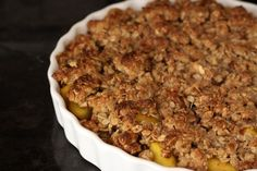 healthy peach crisp (coconut oil, applesauce, whole oats, almonds...) so good and good for you that everyone will want it for breakfast too!