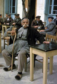 33 συγκινητικές φωτογραφίες ανθρώπων που έμειναν πίσω στο χωριό Greece Photography, Man Photography, Greece History, National Geographic Images, Old Greek, Old Faces, Folk, Athens Greece, People Of The World
