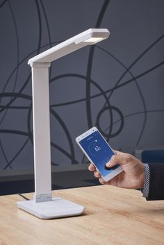 Philips collaborates with Xiaomi to launch a connected desk lamp