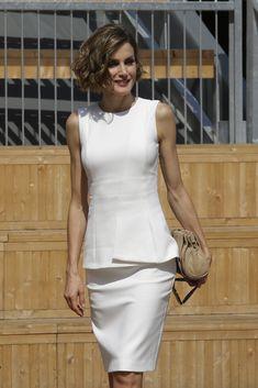23 julio 2015 - La Reina Letizia apostó por un top y falda en blanco, durante su visita a la Expo de Milán, Lombardía, (Lombardy) Italia