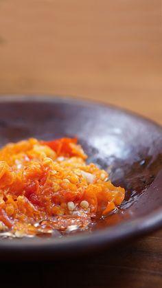Sambal khas Masyarakat Sunda ini sering disebut juga sambal goang dadakan, karena cara membuatnya yang cepat. Sambal yang dibuat dari cabai rawit, bawang putih, kencur dan garam, ditumbuk dalam cobek, biasanya dimakan bersama lalap/sayuran mentah.