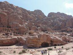 #magiaswiat #podróż #zwiedzanie #jordania #blog #azja  #jerash #twierdza #kosciol #amman #miasto #zabytki #muzeum #katedra #rzymskie #ruiny #stadion #madaba #goranebo #betania #jordan #morzemartwe #petra #al-kerak #pustynia Petra, Mount Rushmore, Mountains, Nature, Blog, Travel, Jordan Spieth, Naturaleza, Viajes