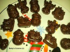 Betty's Cuisine: Σοκολατάκια Χριστουγεννιάτικα Gingerbread Cookies, Chocolate, Desserts, Blog, Christmas, Recipes, Kitchens, Gingerbread Cupcakes, Tailgate Desserts