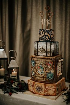 four tier cake marauder s map on bottom tier three quidditch hoops topper harry potters birthday cake Harry Potter Desserts, Harry Potter Wedding Cakes, Gateau Harry Potter, Cumpleaños Harry Potter, Harry Potter Birthday Cake, Harry Potter Images, Formation Patisserie, Harry Potter Aesthetic, Hogwarts