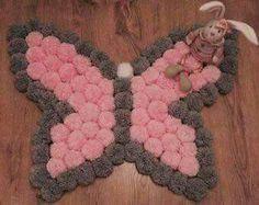 DIY carpet Pom Pom step by step Pom Pom Crafts, Yarn Crafts, Diy And Crafts, Arts And Crafts, Pom Pom Rug, Pom Poms, Crochet Projects, Sewing Projects, Diy Carpet
