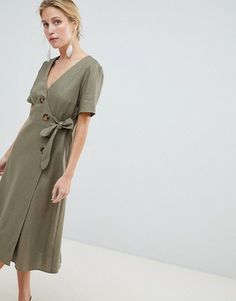 Shop ASOS DESIGN wrap midi dress with button detail. With a variety of delivery, payment and return options available, shopping with ASOS is easy and secure. Shop with ASOS today. Street Style Summer, Street Style Looks, Fashion 2017, Fashion Online, Fashion Trends, Sage Green Dress, Quoi Porter, Style Minimaliste, Robes Midi
