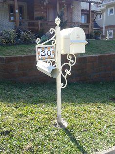 Linda caixa de correio.Forjado com pintura provençal