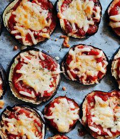 """""""Mi piace"""": 384, commenti: 22 - Gloria Di Blasi Vita su Marte (@vitasumarte_g) su Instagram: """"Se c'è sopra pomodoro e formaggio va bene tutto. Ah, e una generosa dose di origano. . . .…"""" Avocado Egg, Grill Pan, Grilling, Breakfast, Instagram, Food, Mars, Griddle Pan, Morning Coffee"""