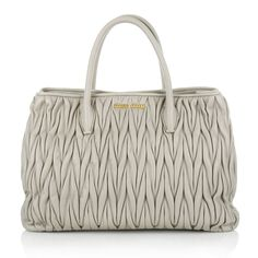 Business bag: Miu Miu Shopping Bag Matelassé Pumice www.fashionette.de