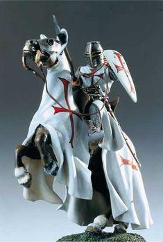 Тамплиеры - духовно-рыцарский орден.