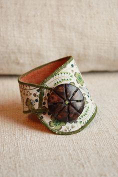 Bracelet en tissu liberty à fleurs vert et marron