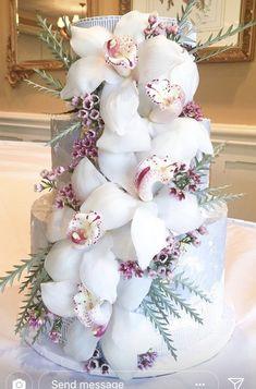 Orchid wedding cake #weddingcakes
