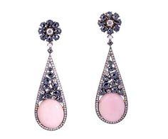 Boucles d'oreilles haute joaillerie en or jaune 18 cts, argent massif, saphir blanc, spinelle noire, nacre rose et diamant.