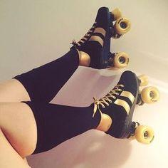 Patins à roulettes beard e liquid uk - Beard Roller Disco, Roller Derby, Roller Skating, Skateboard, Derby Skates, Mode Glamour, Skate Shoes, Pretty Outfits, Quad