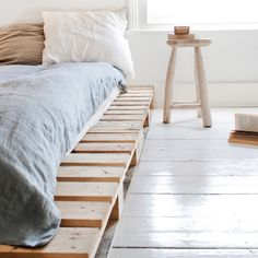 34 DIY Ideas: Best Use of Cheap Pallet Bed Frame Wood - Pallet Furniture (Diy Wood Work Wooden Furniture) Pallet Bedframe, Wooden Pallet Beds, Wood Pallet Furniture, Wood Pallets, Diy Pallet, Pallet Projects, Furniture Ideas, Bedroom Furniture, Pallet Wood