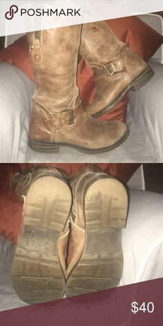 Brown, flat mid calf boot Great boots! Very comfortable! Some wear on the heel but plenty of wear left. Great for wider calves, you can wear unzipped! Bed Stu Shoes