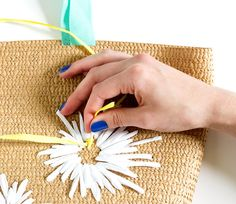 DIY Raffia Embroidered Tote   click through for the full tutorial! Crochet Tote, Crochet Handbags, Crochet Projects, Diy Projects, Embroidered Bag, Ribbon Embroidery, Diy Gifts, Crafty, Handmade