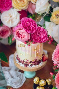Todas estas hermosas rosas colombianas han sido cortesía de Rosas Don Eloy .  Infusión de Leche de Rosa 240 ml (1 taza) de leche entera 1 cucharada de pétalos de rosa secos para…