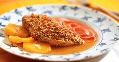 ngredientes:  - Papel-manteiga  - Coxa de frango sem pele e sem osso  - Sal (a gosto)  - Pimenta (a gosto)  - 1 colher (sopa) de pó de 5 especiarias  - Azeite (para aquecer a frigideira)  - 2 colheres (sopa) de molho de pimenta  - 2 colheres (sopa) de gergelim