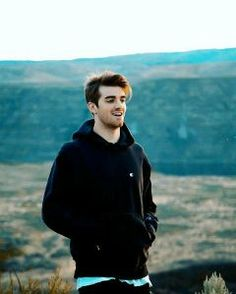 Andrew Taggart - The Chainsmokers Andrew Taggart, The Chainsmokers Wallpaper, Chainsmokers Closer, Electronic Music, Man Crush, Cute Guys, Music Artists, Role Models, Edm