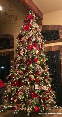 beautiful christmas home 14 Amazing Christmas Tree Themes 2019 Gold Christmas Decorations, Christmas Tree Design, Beautiful Christmas Trees, Christmas Tree Farm, Christmas Tree Themes, Noel Christmas, Christmas Crafts, Elegant Christmas, White Christmas