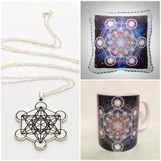 """""""Cubul lui Metatron"""" – formă geometrică făcută din lumină folosită pentru a curăţa, pentru a ridica nivelul energetic, pentru a menține pozitivă starea de spirit şi viziunea asupra lumii, pentru a vă trezi pe mai departe capacităţile psihice. http://folconcept.ro/magazin/colier-cubul-lui-metatron/ Colier argintat/ aurit Cubul lui Metatron. Dimensiune pandantiv: 4 cm, lungime lant: 80 cm. Pret: 59 lei. http://folconcept.ro/magazin/perna-cubul-lui-metatron/ Perna antialergica Cubul lui…"""