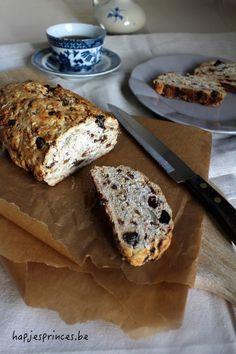 havermoutbrood dadels en rozijnen Breakfast Snacks, Healthy Breakfast Recipes, Healthy Recipes, Healthy Food, Vegan Bread, Oatmeal Recipes, Bread Baking, Bread Recipes, Food To Make