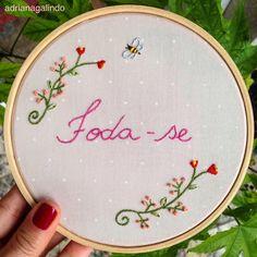 Foda-se, bordado aro 14 / Fuck off - embroidery - vendas/encomendas: drigalindo1@gmail.com Adriana Galindo