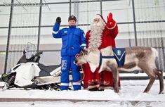 Der Weihnachtsmann und Polizeirentier Artturi (Arthur) in Lappland in Finnland.